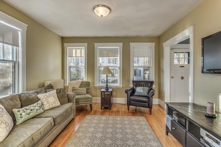 Cozy 2-Bedroom Condo in Downtown Beverly